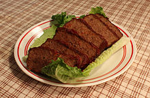 Festivus_Meatloaf_on_a_bed_of_lettuce